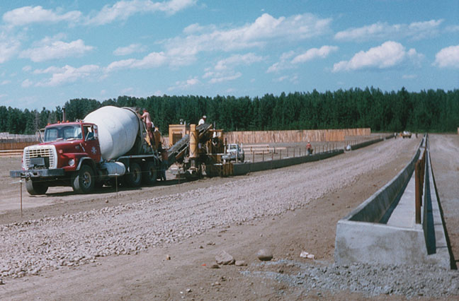 Cement Feed Bunks : Gomaco world moovin groovin pt