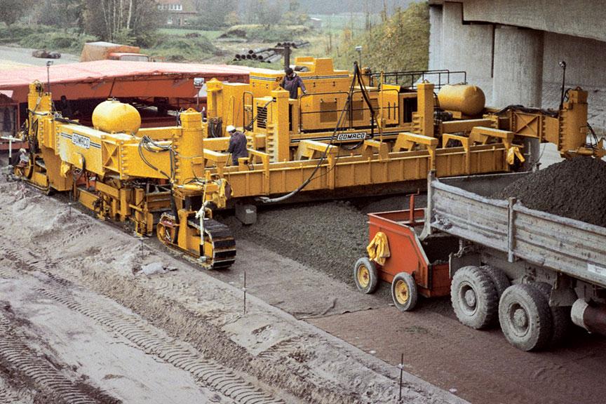 Concrete Paver Finisher : Gomaco manufacturer of concrete slipform paving equipment